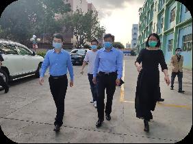 区人大常委会主任张志彪率队到东方社区检查疫情防控工作