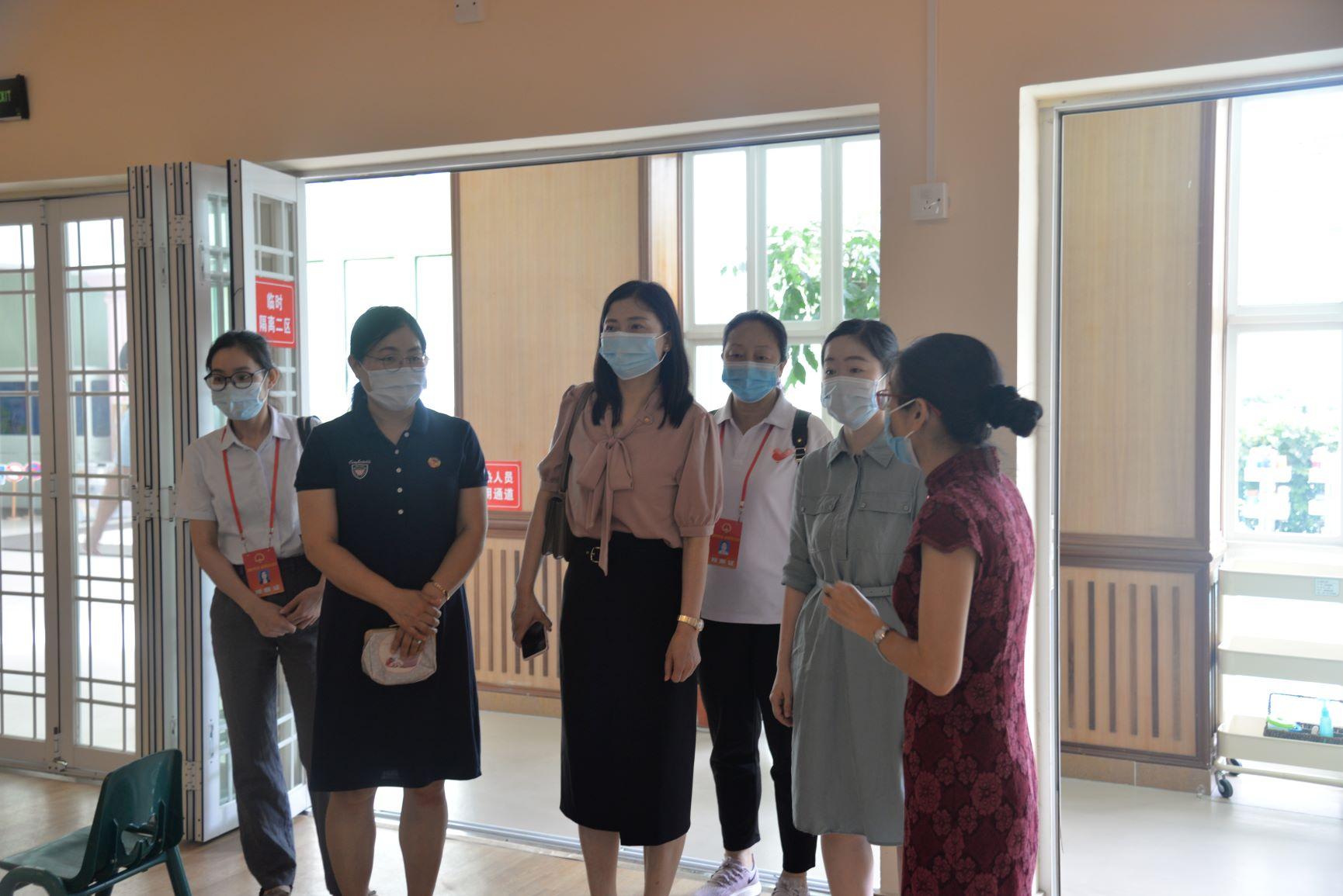 龙华街道景龙人大代表社区联络站组织人大代表进幼儿园开展复课疫情防控工作视察活动